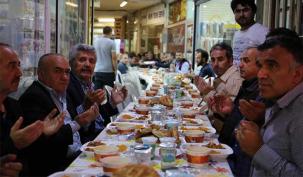Selami İğrek'ten esnafa iftar
