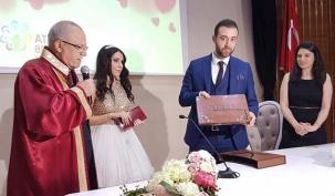 Ataşehir'de 'Sevgililer Günü' sürprizi