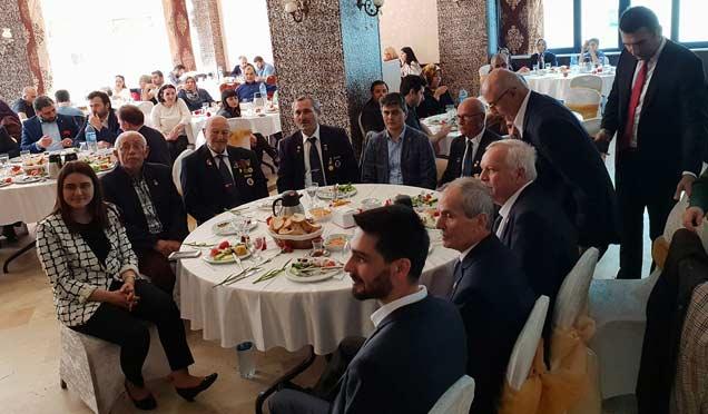 Ataşehir'de protokolsüz buluşma